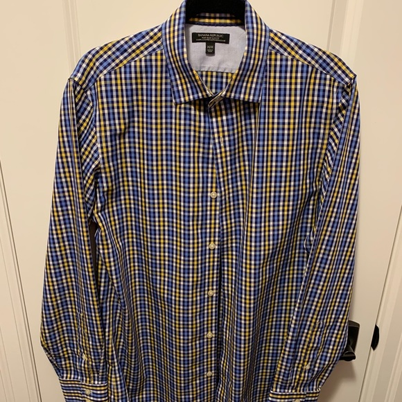 Banana Republic non-iron shirt. Plaid. Size medium